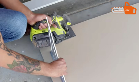 how to cut straight with circular saw